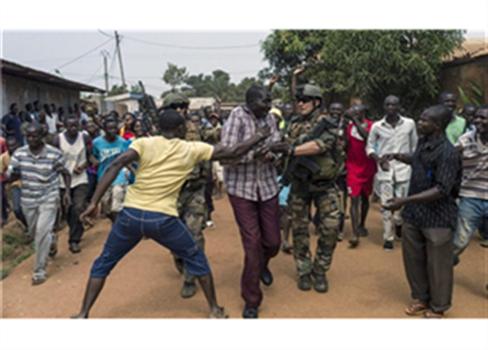 الإرهاب الفرنسي افريقيا الوسطى 809022014105925.jpg