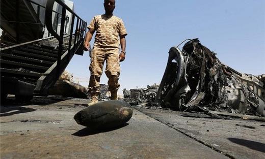 طيران حفتر يقصف طرابلس 152903032015023310.jpg