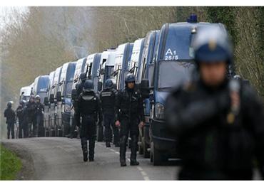 الأمن الفرنسي يهاجم مركز شيعي 152903102018101958.jpg