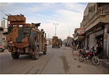 """الجيش التركي ينتشر """"سراقب"""" محاولاً 152905022020092524.jpg"""