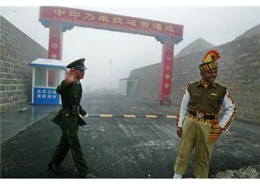 هندية صينية لمحاولة تجنب الصراع 152908102019081537.jpg