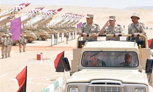 الجيش المصري يجري مناورة بالقرب 152911052017015038.jpg