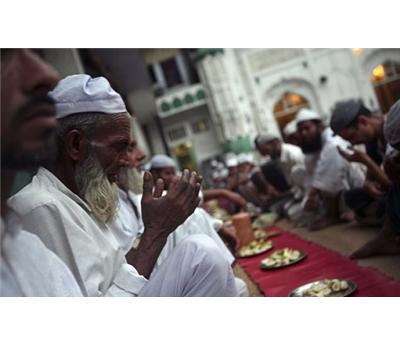 مساومة فقراء المسلمين دينهم 152911122014121214.jpg