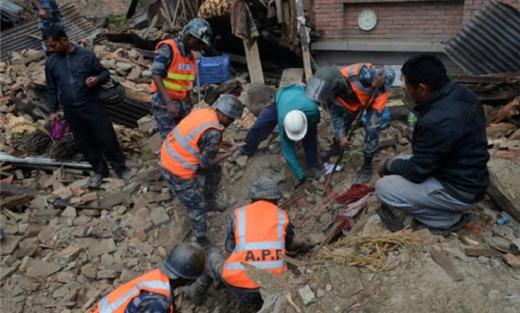 استغلال كارثة نيبال للتجارة بالأطفال 152912052015011845.jpg