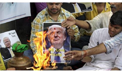 الهندوس يصلون لفوز ترامب لتخليصهم 152912052016081555.jpg