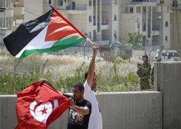 تونسي يجمد عضوية أعضاءه بسبب 152912112018085258.jpg