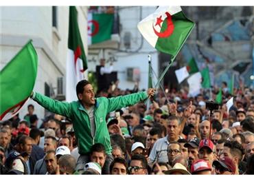 الجزائر تشهد انتخابات رئاسية إسقاط 152912122019092514.jpg