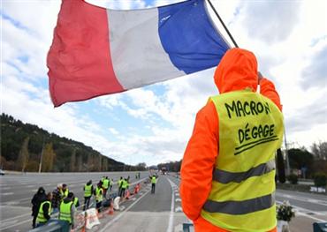 قانون فرنسي يمنع التظاهر ويجرم 152913032019101843.jpg