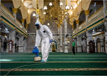 يحتجون إغلاق المساجد وترك الأسواق 152914052020095233.jpg