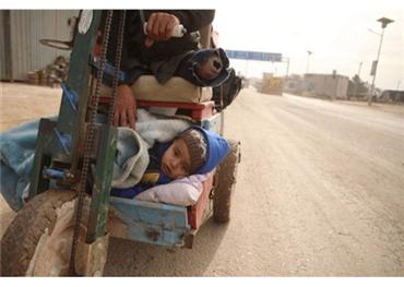 معاناة النازحين السوريين تتفاقم إدلب 152915032020095447.jpg
