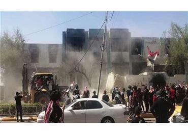 تدمير مقار حزبية عراقية بالجرافات 152922082020023843.jpg