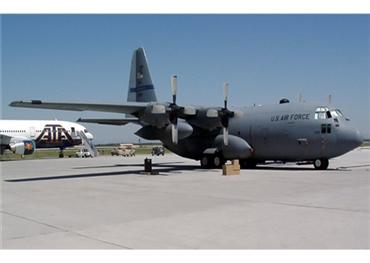 طائرة عسكرية أمريكية تعيد عنصراً 152925032019093057.jpg
