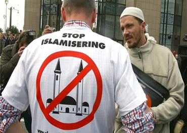 مسلمو بريطانيا يراهنون أصواتهم لهزيمة 152928112019111036.jpg