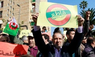 الآلاف الجزائريين يتظاهرون رفضا لترشيح 2010540.jpg