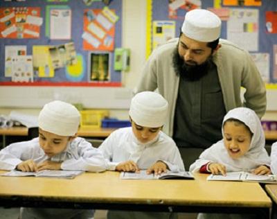 بريطانية تحقق مدرسة يديرها إسلاميين 2010871.jpg