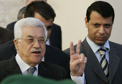 عباس ينهي المستقبل السياسي لدحلان 2011323.jpg