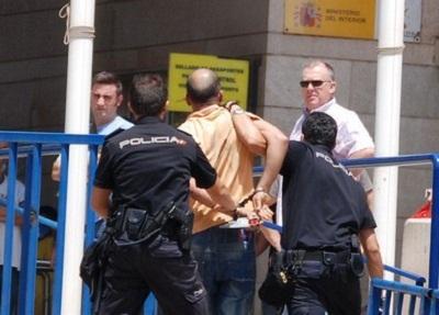 الشرطة التشيكية تنفذ حملات أمنية 201145.jpg