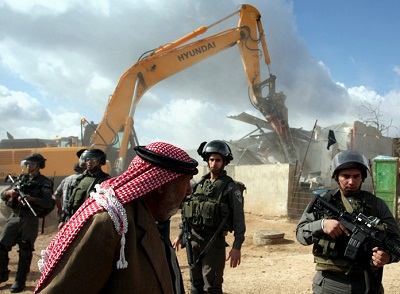 سلطات الاحتلال تهدم مسجدا ومساكن 201161.jpg