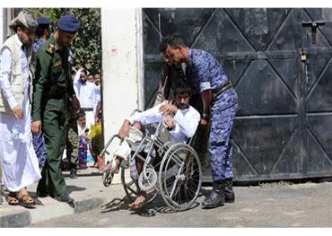 الخارجون سجون الحوثي.. أمراض وشلل 733701102019060154.jpg