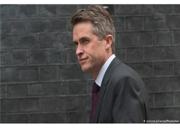 إقالة وزير الدفاع البريطاني بسبب 733702052019052806.jpg