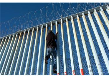 أميركي ينتصر للاجئين مرسوم ترامب 733703082019020303.jpg