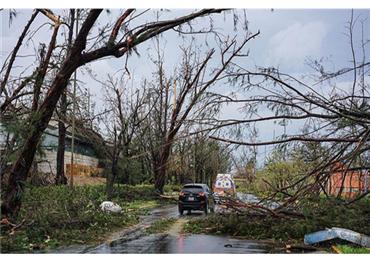 """الإعصار """"فلورنس"""" يهدد الولايات المتحدة 733713092018090334.jpg"""