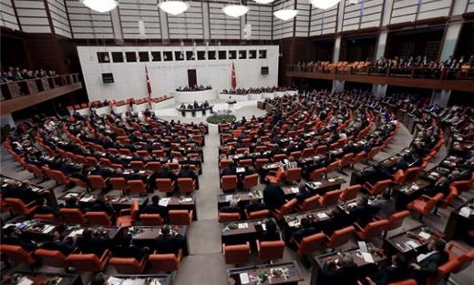 إسماعيل كهرمان رئيسا للبرلمان التركي 733722112015093434.jpg