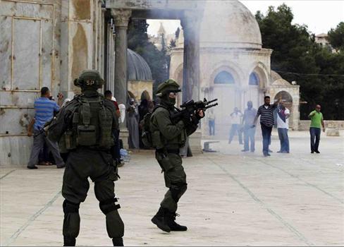 قوات الإحتلال الصهيوني تقتحم باحات 152921052021034242.jpg