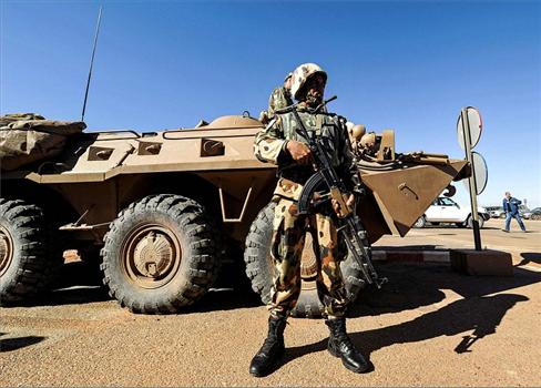الجيش الجزائري يجري مناورات بالذخيرة 152927052021084801.jpg